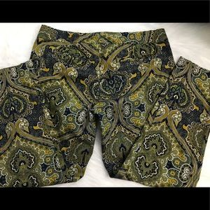 Ladies paisley print capris pants